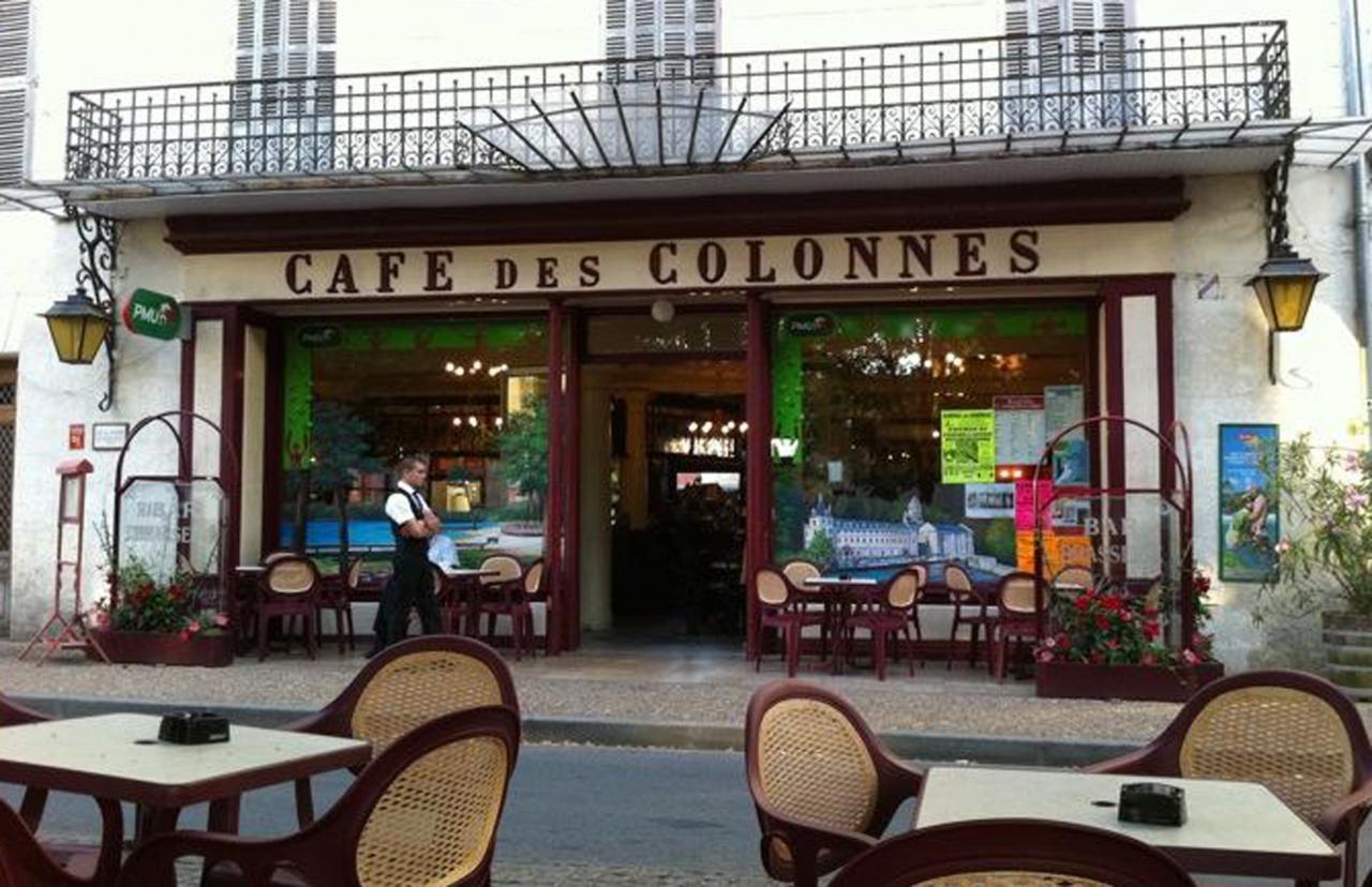 Vitrines d cor es du caf des colonnes rib rac en dordogne for Decoration terrasse restaurant